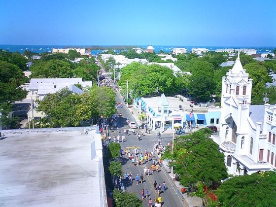 A look down Duval Street, Key West's main strip. (Image source: WikiCommons)