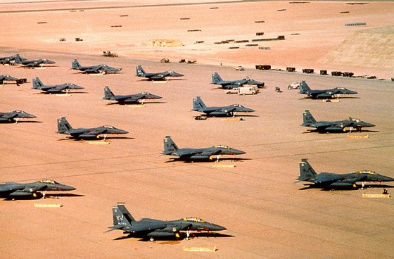 F-15E Strike Eagles on a runway in Saudi Arabia during the build up to the 1991 Persian Gulf War. (Image source: WikiCommons)