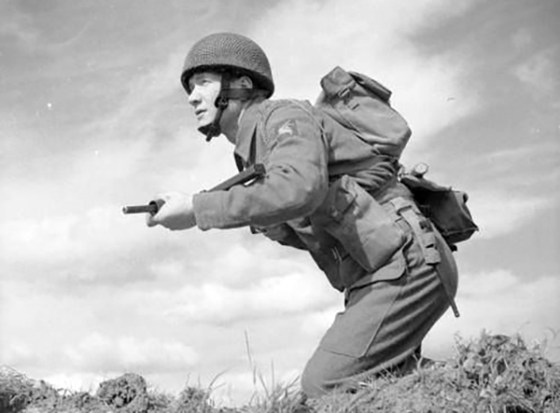 A British para charges forward with a Sten. (Image source: WikiCommons)