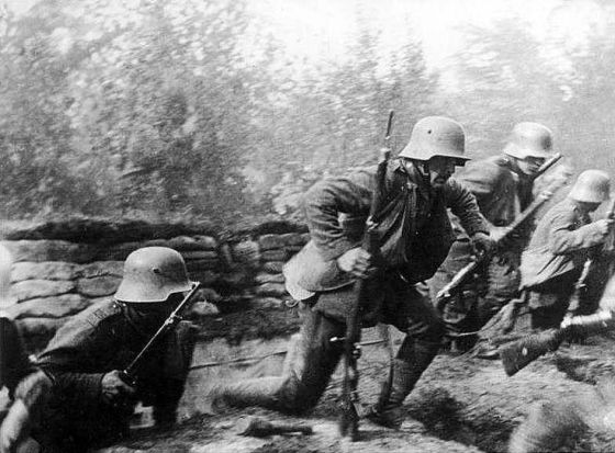German stormtroopers in action on the Western Front. (Image source: WikiCommons)