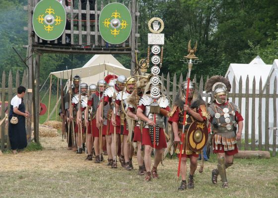 Reenactors demonstrate a Roman legion on campaign. One such group, Roma Nova is an international living history organization with membership worldwide. Image courtesy of WikiMedia.