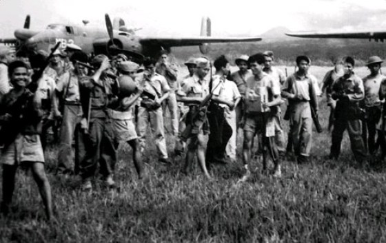 Filipino guerrillas like those pictured here helped American forces liberate the camp at Los Baños. (Image source: WikiCommons)