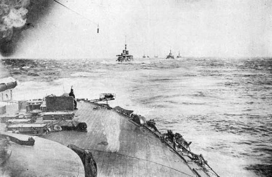 The Japanese Fleet steams into battle at Tsushima. (Image source: WikiCommons)