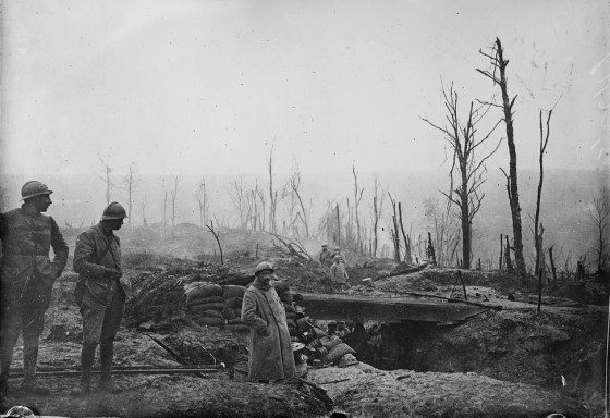 French soldiers survey the surreal moonscape of No Man's Land. (Image source: WikiCommons)
