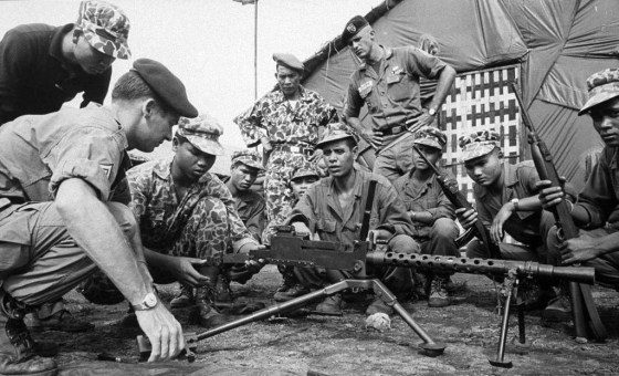 American advisors train South Vietnamese troops. (Image source: Life Magazine/Creative Commons)