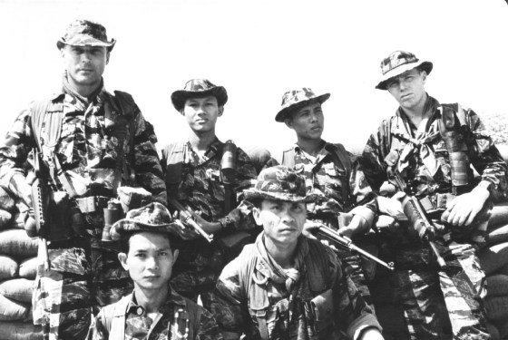 U.S. special forces troops with South Vietnamese soldiers. (Image source: WikiCommons)