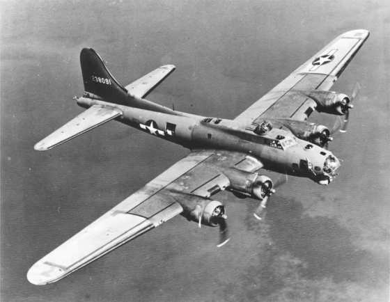 A B-17 Flying Fortress flying over the Pacific. (Image source: WikiCommons)