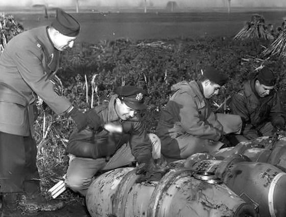 WW2 Bomb Squads – Meet the U.S. Army's Explosive Ordnance Disposal Pioneers