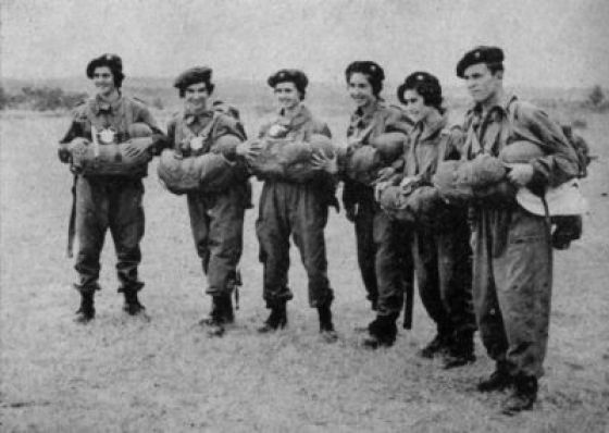Portugal's airborne combat nurses undergo parachute training in 1961. (Image source: WikiCommons)