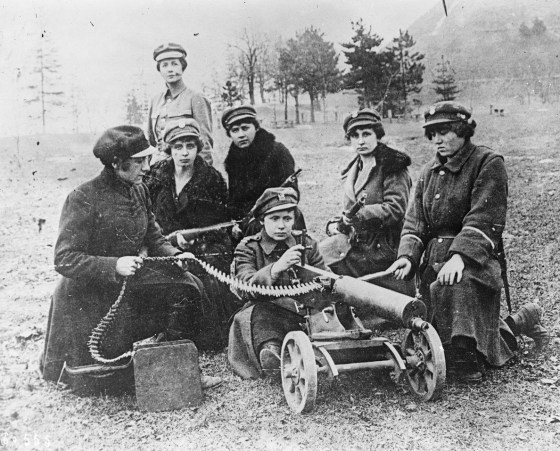 Polish women machine-gunners train to fire their weapon. A number of armies throughout history have sent entire regiments of women into battle. Here are some of them. (Image source: WikiCommons)