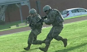 US Army 39th Sig Bn Moving In Team Techniques Training