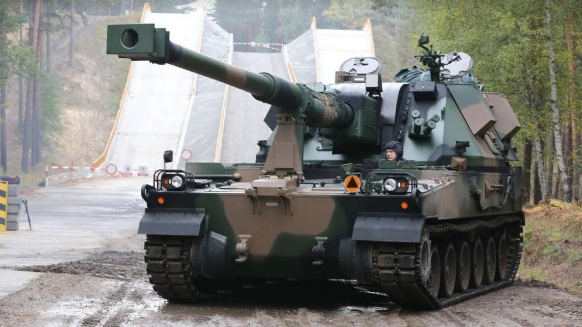 Polish AHS Krab Self-Propelled Howitzer using K9 chassis