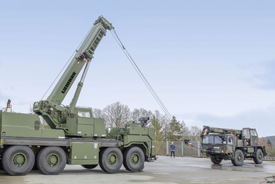 The Liebherr G-BKF Armoured Rescue Crane can winch in objects synchronously with the winch cable over the retracted telescopic boom and the cable on the 200 kN rescue winch. This means that an object can be raised slightly and pulled at the same time by the towing equipment.