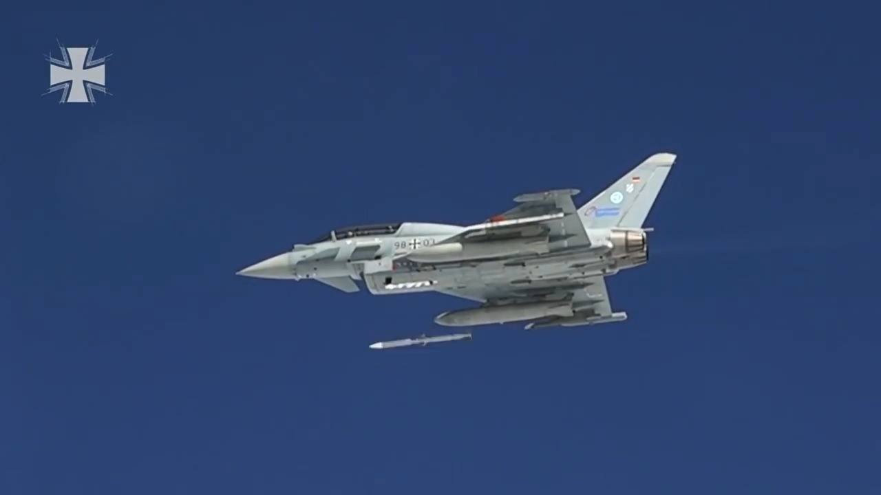 Luftwaffe Eurofighter Typhoon fire live AMRAAM
