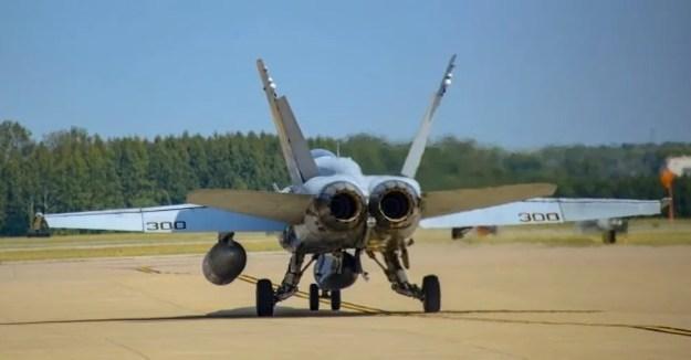 Navy F/A-18C Hornet Makes Final Active-Duty Flight
