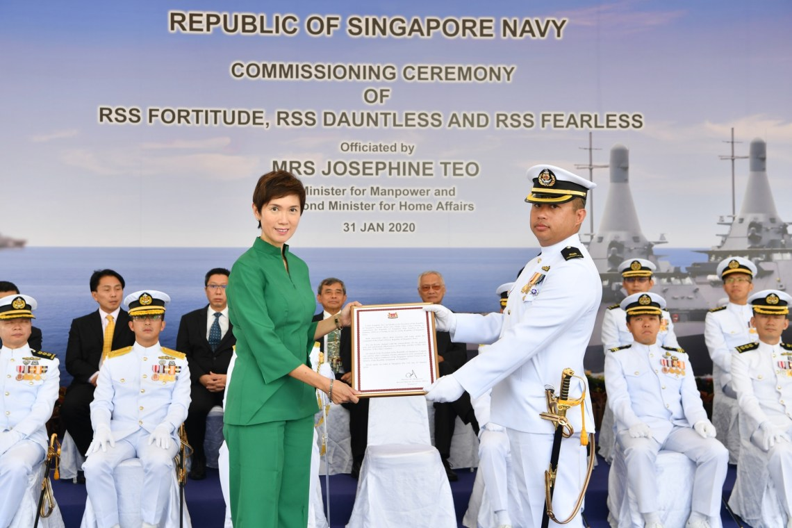 Minister Josephine Teo presenting the Commissioning Warrant to Commanding Officer of RSS Fearless, Major Chew Chun Cheong.