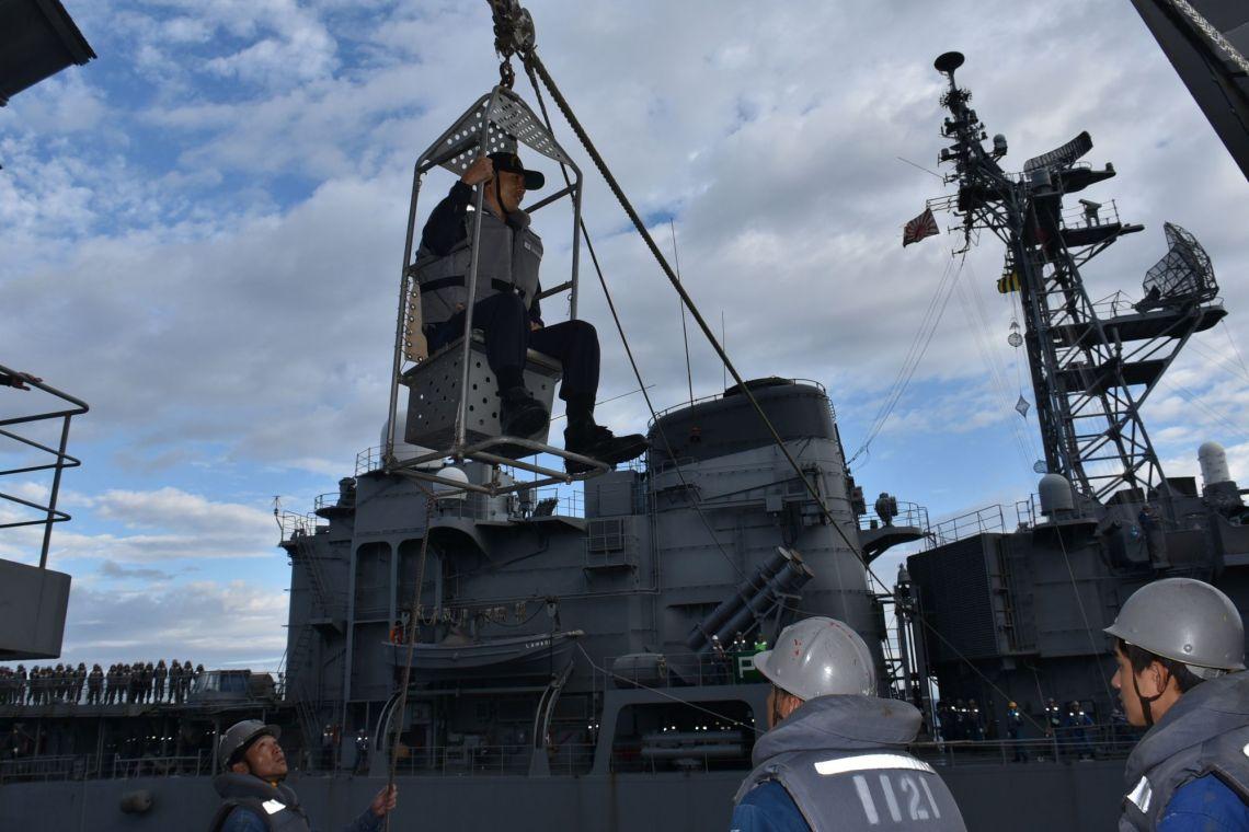 Japan Maritime Self-Defense Force JS SHIMAYUKI (TV 3513) Ship-to-ship transport training