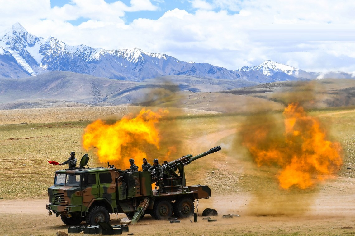 Chinese PLA Tibet Military District PCL-09 Howitzers Holds Coordinated Exercise in Plateau Region