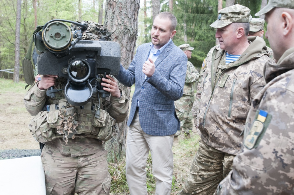 A delegation of senior Ukrainian military officials observes a U.S. Army unit currently conducting training at the combat training center at Hohenfels Training Area, Germany on May 9, 2017. A soldier demonstrates how to use the Javelin anti-tank missile system. Under the mentorship of Joint Multinational Training Group-Ukraine, currently led by the U.S. Army's 45th Infantry Brigade Combat Team, the Ukrainian military is working towards establishing a NATO interoperable Combat Training Center by 2020. (Photo by 1st Lt. Kayla Christopher, 45th Infantry Brigade Combat Team)