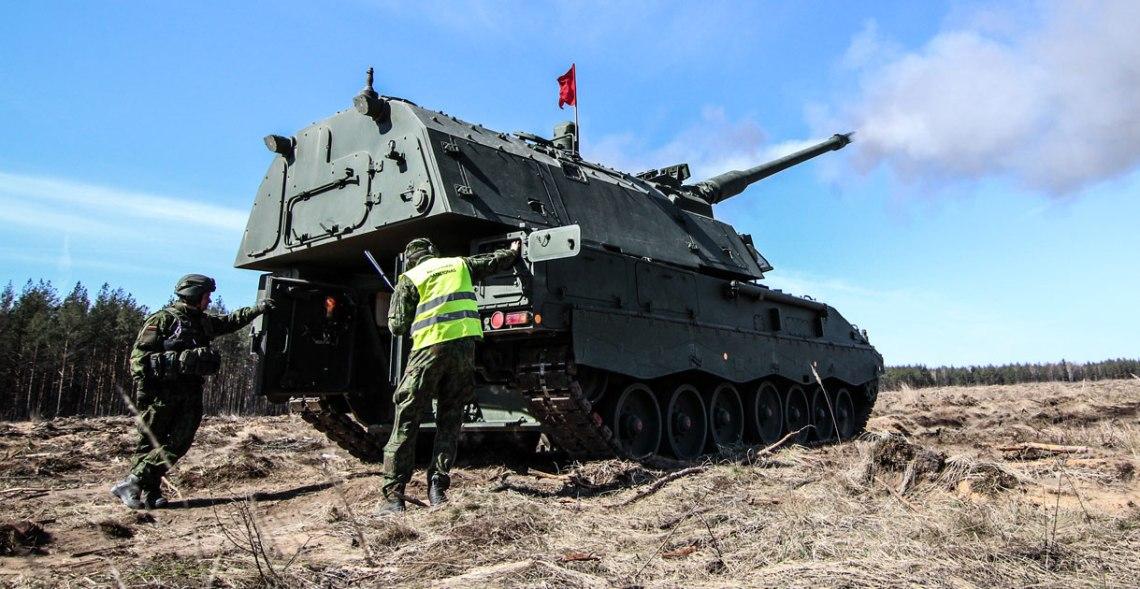 Panzerhaubitze 2000 (PZH 2000) Self-Propelled Howitzer