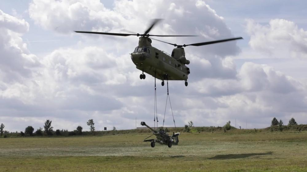 U.S. Army B Company, 6th Battalion, 101st Combat Aviation Brigade, 101st Airborne Division (Air Assault) Lifts M777 Howitzers Load Training