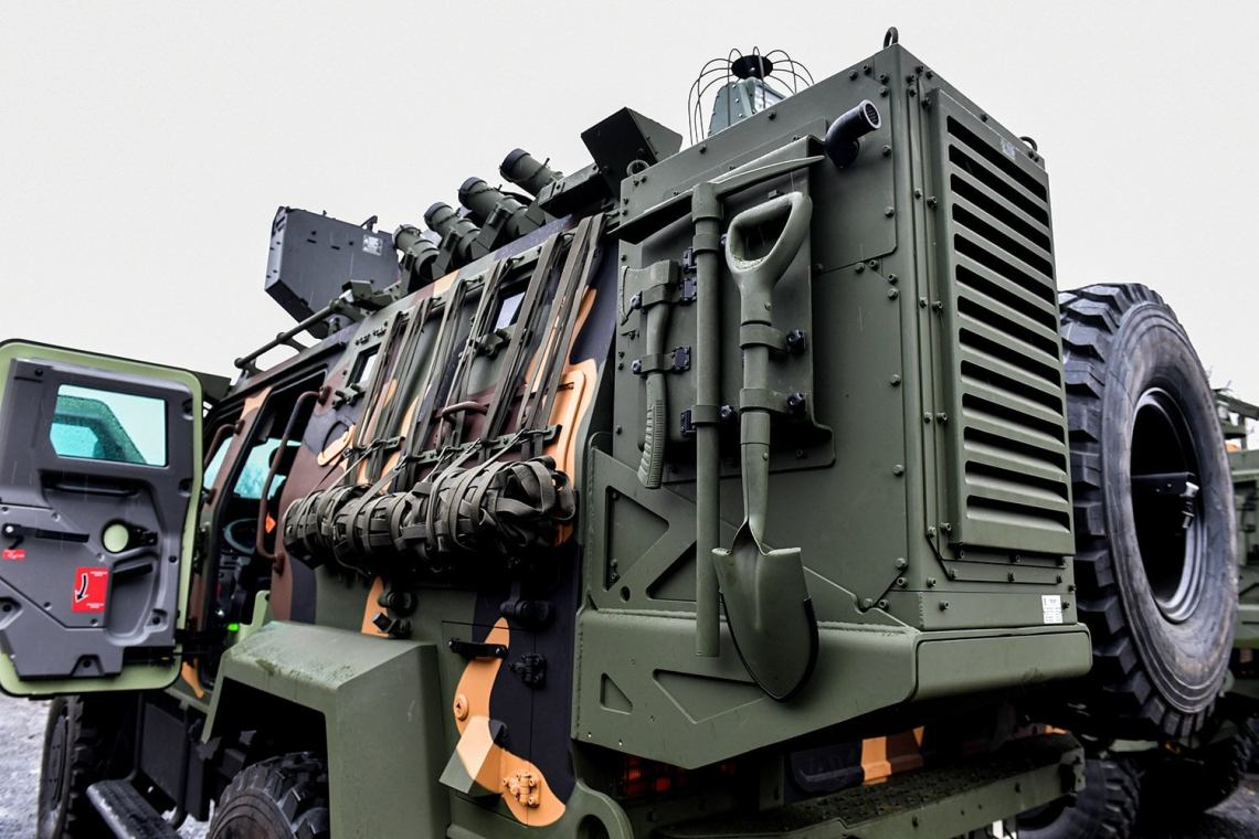 Hungarian Army Takes Delivery of Gidran 4x4 Wheeled Armored Vehicles