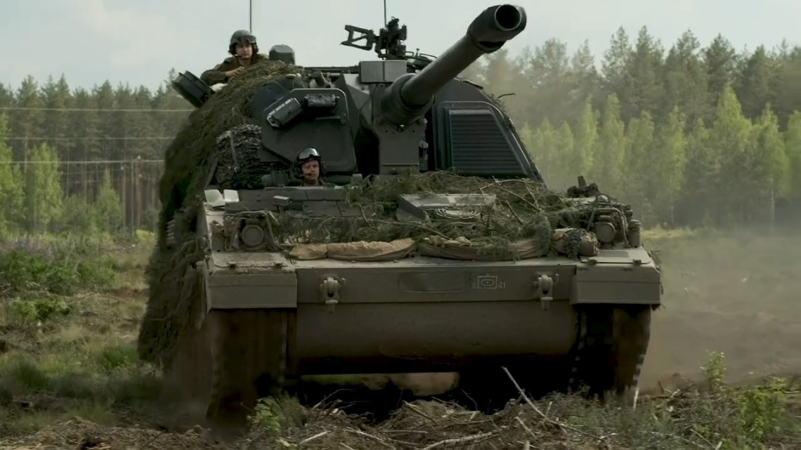 Royal Netherlands Army and Lithuanian Land Force PZH 2000-NL Conduct Shoot and Scoot Training