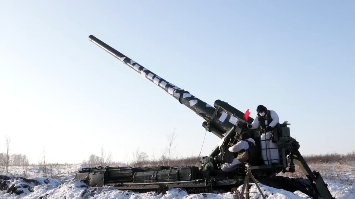 Russian Msta-S and Malka Self-Propelled Howitzers Live Fire Exercise in Siberia
