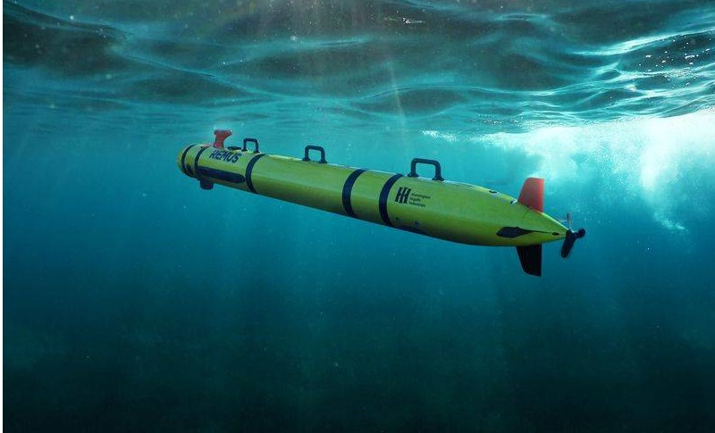 The REMUS 300 is a new open architecture, small-class unmanned underwater vehicle (UUV) that can dive to depths of 305 meters (1,000 feet) and has endurance options up to 30 hours.