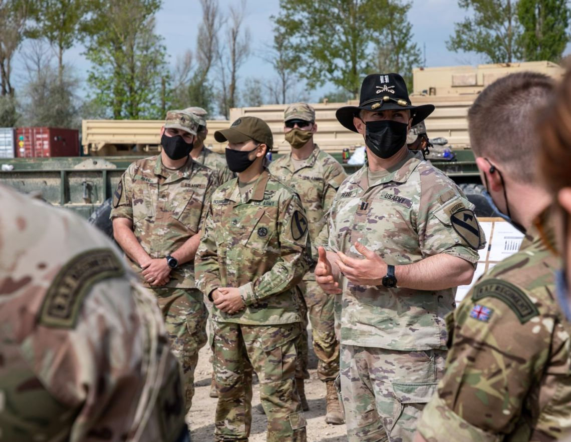 The Gunners and the US cavalrymen shared tactics and discussed weapon systems and common battlefield procedures.