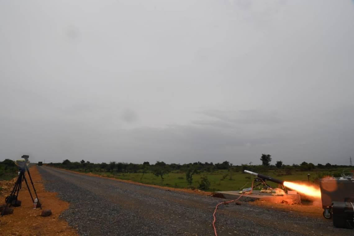 اختبار DRDO الهندي بنجاح الطيران تم اختباره محليًا صاروخ موجه مضاد للدبابات (MPATGM)
