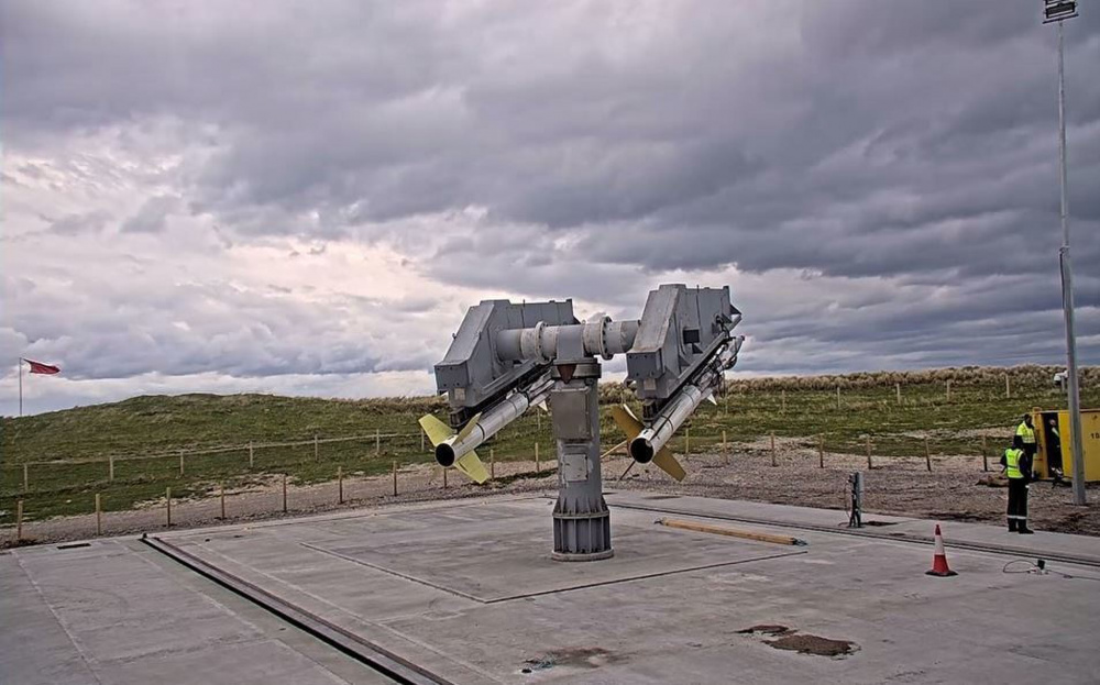 شارك مركز الحرب السطحية البحرية ، قسم Port Hueneme (NSWC PHD) ومركز الحرب السطحية البحرية ، مفرزة الرمال البيضاء في نيومكسيكو مؤخرًا في تمرين عرض البحر / الدرع الهائل 2021 (ASD / FS21) حيث نفذ الفريق بنجاح العديد من المهام بما في ذلك إطلاق GQM-163 Coyote من قاذفة 4.3K في الصورة أعلاه.