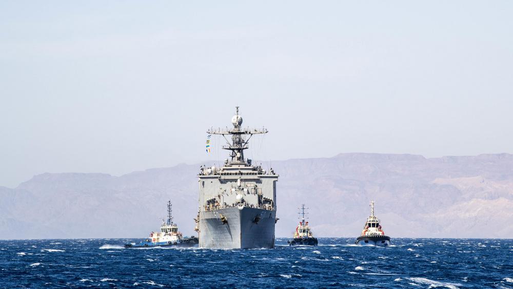 US Navy Dock landing ship USS Carter Hall (LSD 50) Departs Aqaba, Jordan