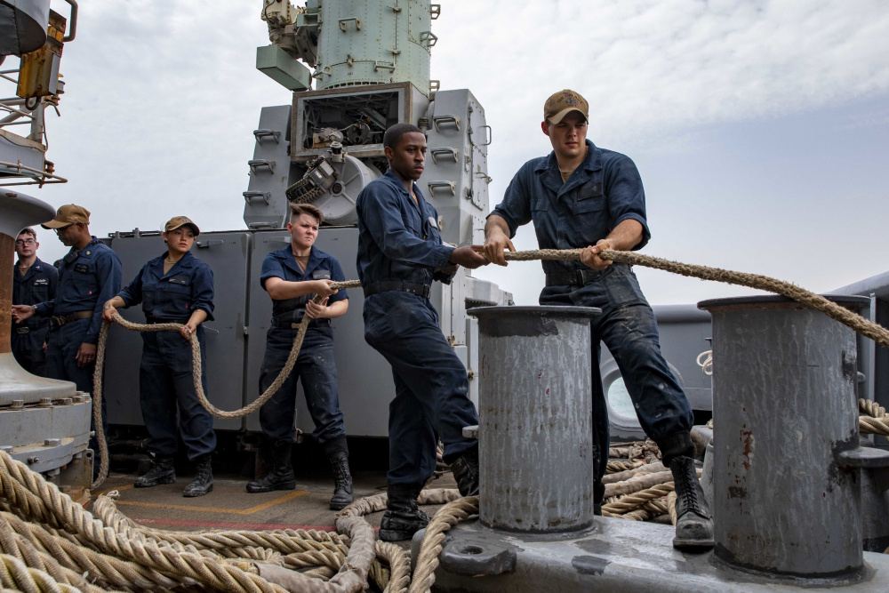 Sailors assigned to amphibious assault ship USS Iwo Jima (LHD 7) handle line during a sea and anchor evolution, in the Gulf of Aden, July 22.