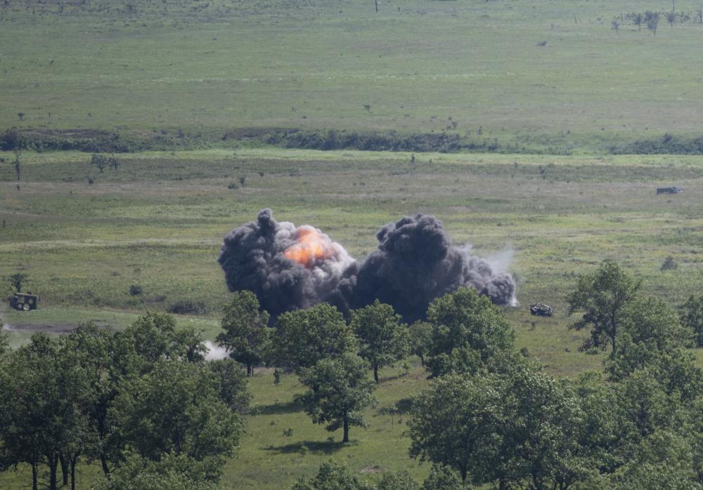 القوات الجوية الأمريكية من طراز F-16 Fighting Falcon إسقاط ذخائر JDAM لأول مرة في منطقة تأثير Fort McCoy