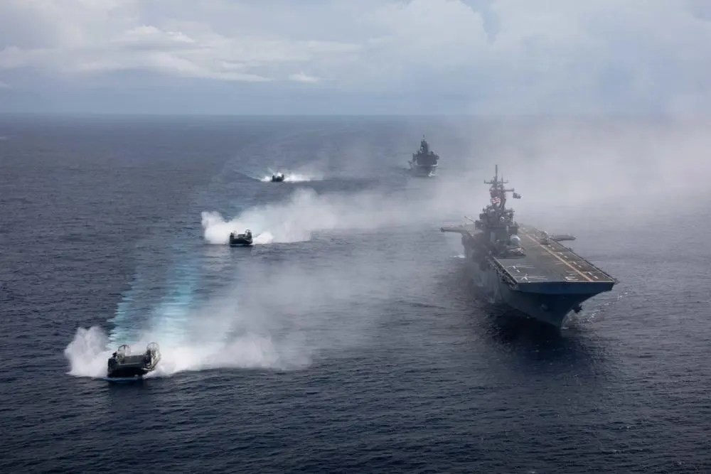 US Navy USS Kearsarge (LHD 3) Increases Proficiency After LSE 2021 and Tri Service DLQ