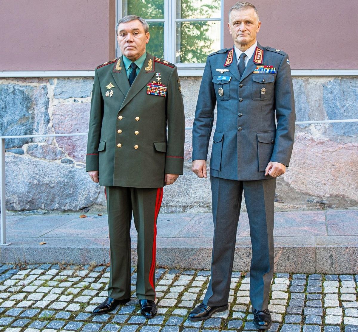 Finnish Chief of Defence General Timo Kivinen and Chief of the General Staff of the Armed Forces of Russia, General Valeri Gerasimov