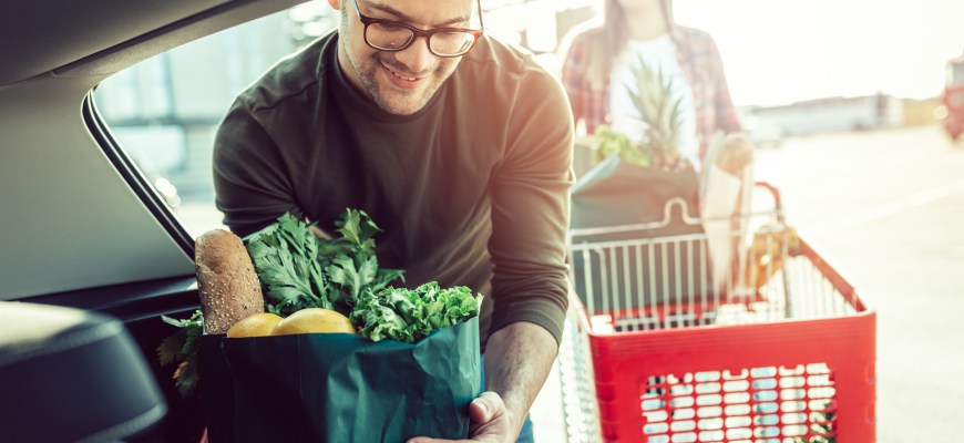 Should You Tip Your Commissary Bagger?