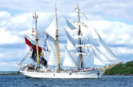 KRI Dewa Ruci Armada Laut NKRI Perangkat Diplomasi Indonesia