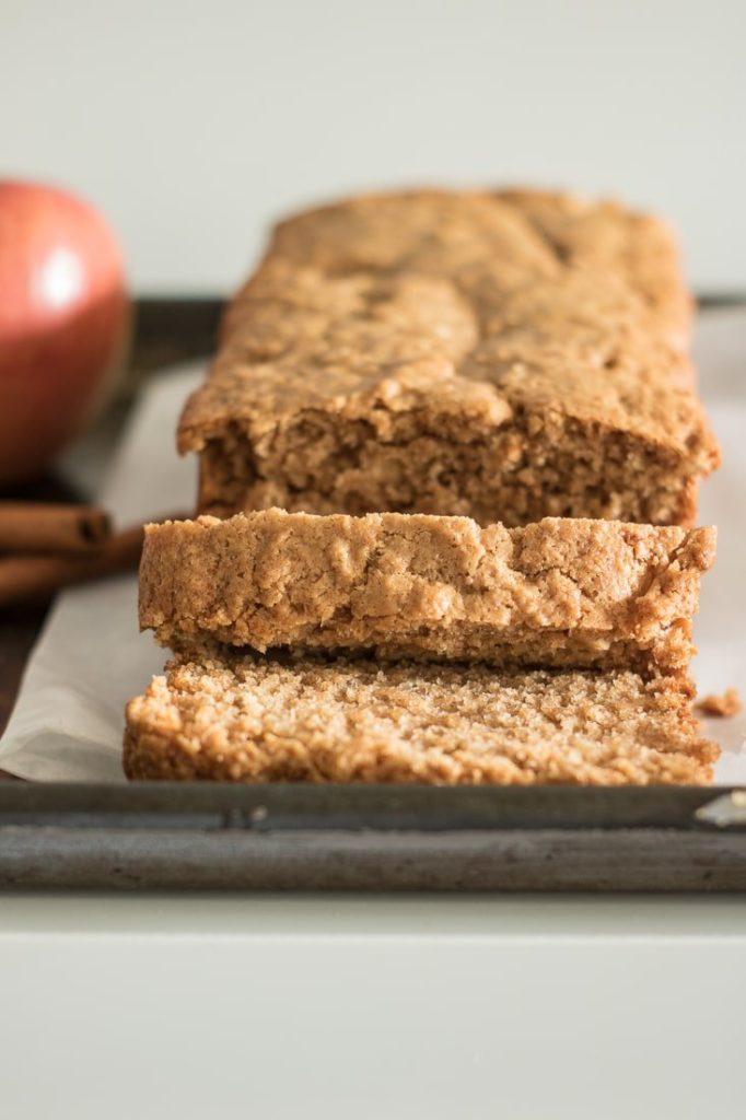 Homemade Apple Cinnamon Bread