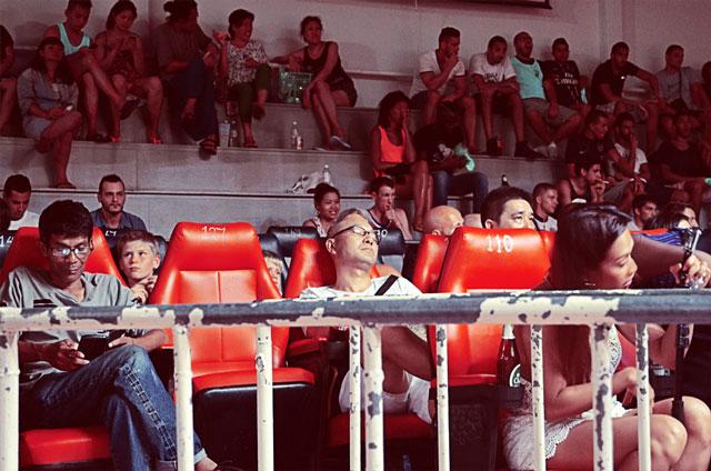 bored-muay-thai-crowd