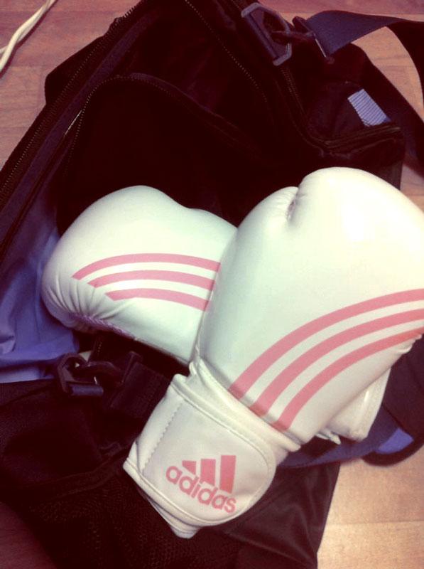 korean-female-fighter-gloves