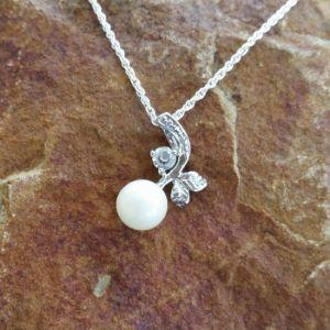 Apple of My Eye Breast Milk Pearl & CZ Diamond Pendant - Milk Vine Jewelry