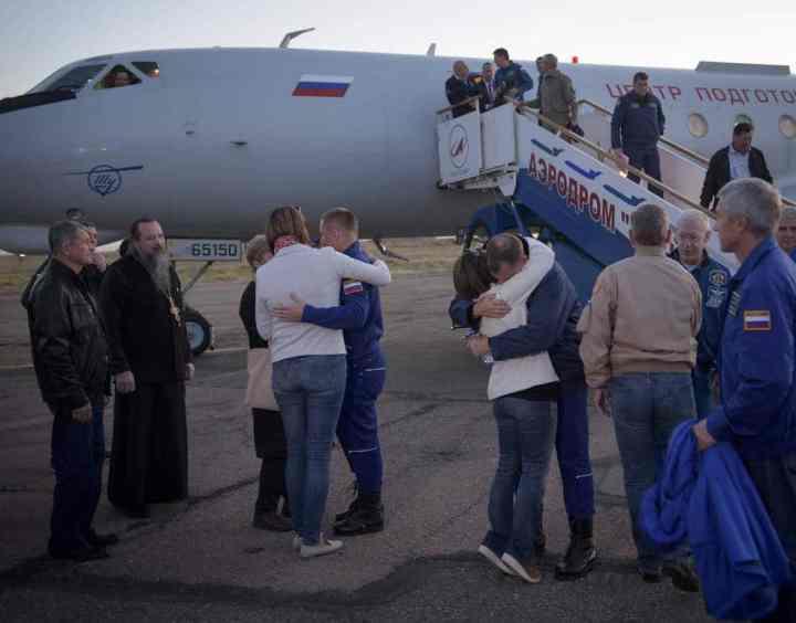 Expedition 57 Crew Returns to Baikonur