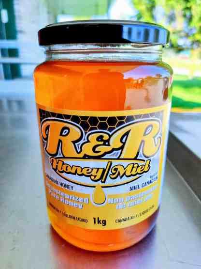 1 kilogram honey in glass bottle