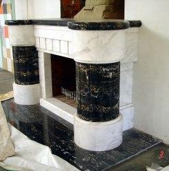 Мраморный камин в загородном доме. Стадия монтажа