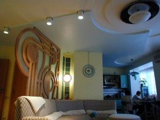Дизайн интерьера квартиры. Гостиная с видом на кухню