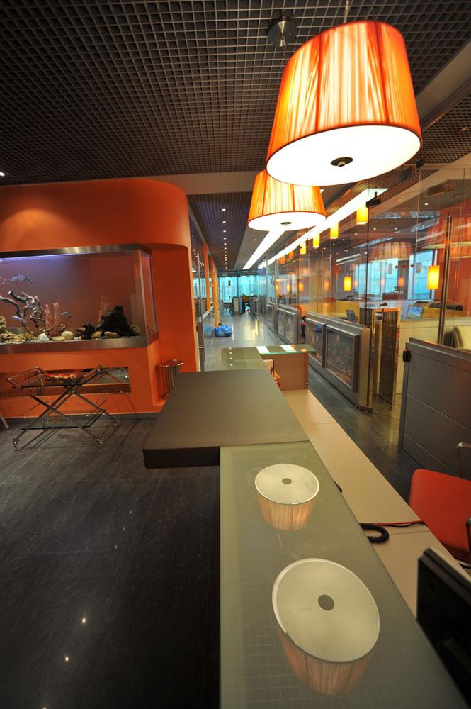 Дизайн интерьера офиса в стиле хай-тек. Входная зона