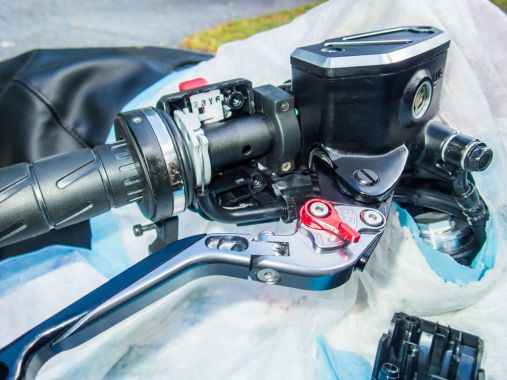 How to Lube the Throttle and Clutch Control Cables - Reassemble the throttle housing