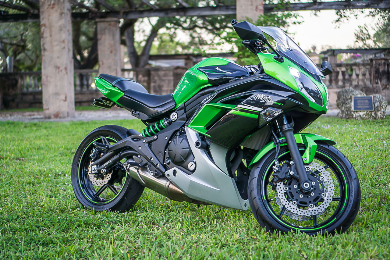 Picture of Ninja 650 after complete motorcycle detailing.